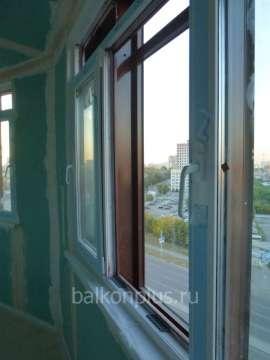 Остекление под утепление балкона в доме с полностью стеклянным фасадом.