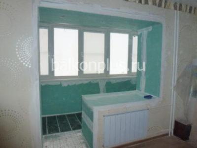 Объединение балкона с комнатой в Челябинске и Екатеринбурге. Цена  около 4000 руб к сумме остальных работ.