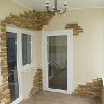 Дизайн балкона с отделкой искусственным камнем