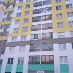Вид с фасада. Остекление и отделка балкона в Екатеринбурге район Академический